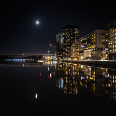 Sjövikskajen, Supermoon (photomatic.se) Tags: ifttt 500px liljeholmen stockholm sweden sjövikskajen architecture nightscape waterfront reflections moon supermoon train bridge construction cranes