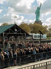 La libert attendra (mass74fr) Tags: mmorial foule newyorkcity usa statuedelalibert ciel statue ny