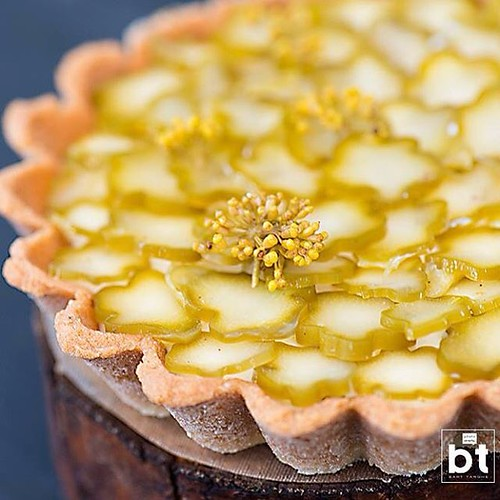 Tartelette #foodphotography #culinaryphotography #pastry #dessert #tartelette #fermented #asparagus #butttermilk #fennelblossem #instafood #igfood #igfoodie