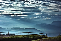 high (camerito) Tags: sky clouds sunrays himmel wolken sonnenstrahlen dunst mist mountains skyline berge silhouettes silhouetten fence zaun gras grass camerito nikon1 j4 austria carinthia krnten sterreich landscape lanschaft flickr