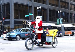 """Tally Ho"" - Chicago - 26 Nov 2016 - 5D IV - 140 (Andre's Street Photography) Tags: chicago25nov20165div downtown chicago loop washington dearborn santa santaclaus riksha bicycle taxi shades talyho street straat straatfotografie streetphotography strada calle bild people city urban strasse chicagoist enjoyillinois"