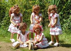 Kindergartenkinder ... (Kindergartenkinder) Tags: dolls wiese schloss annette wasserburg jinka tivi milina anholt wildblumen himstedt annemoni kindergartenkinder sanrike