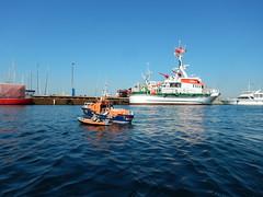 Laboe im Hafen (Der kleine Erich Topp) Tags: dragon leer wwii hamburg lifeboat michel hafen ostsee baltischesee kiel eckernfrde travemnde rnli atlantik lorient emden uboot laboe kielerfrde dkm adelheid mltenort u995 karldnitz dgzrs unterseeboot rnlb germansubmarine seenotretter ubootwaffe u552 erichtopp peterpetersen onkelwolf ubootbasis amblelifeboat wikingerfahrtenmitdemrotenteufelboot ufang 7cunterseeboot uadelheid wurmflitzer waveneylifeboat harritardsen masterofthebalticsea