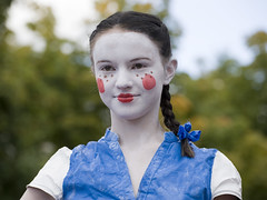 World Living Statues (Mary Berkhout) Tags: blue white girl face festival arnhem event facepaint gelderland 2015 livingstatues evenement vlecht zomerfestival kidsstatue worldstatuesfestival maryberkhout