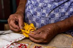 Fabricao de tapetes artesanais em Igatu, Andara, Bahia  Brasil (jeilsonandrade) Tags: brasil br artesanato bahia fuxico tapete fita chapadadiamantina igatu renda trabalhosmanuais andara fuxio