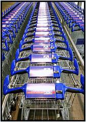 Alditernity (Rolf Brecher) Tags: handy samsung serie einkaufswagen aldi supermarkt endlos reihe galaxys5 rolfbrecherberlin