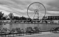 Have a seat (bbiagh135) Tags: paris parigi street relax champs elysee wheel ruota panoramica seat sedia