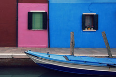 Tiny & pink (Costruirecollego) Tags: burano venezia venice colours blue blu pink boat houses windows