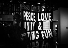 Peace, Love, Unity and Having Fun (Solylock) Tags: paris love television fun rouge graffiti photo juin peace bronx palestine unity arabe redcap hiphop hip hop rap graff monde having rue mur institutdumondearabe rues tl ima chaperonrouge clavier colonne tlvision fresque vynil maitre disques 2015 chaperon arabes guettoblaster skeud insititut guettoblasters auxrues peaceloveunityandhavingfun claviermaitre
