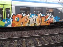 072 (en-ri) Tags: train writing torino graffiti bianco arancione caso osac indaco