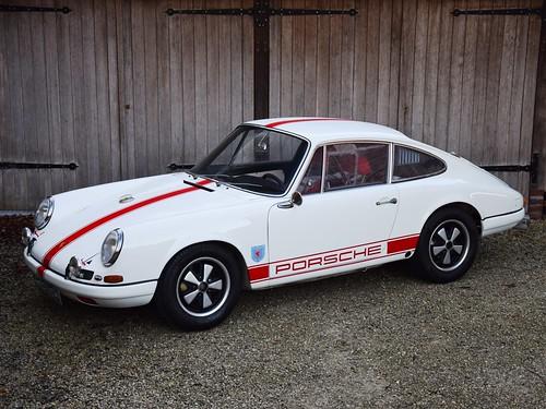 Porsche 911R replica (1966).