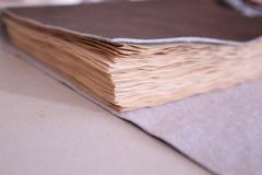 "Caderno de Couro ""Marrom"" (Bella Mia Ateli) Tags: handmade crafts artesanato feitomo sketchbook stationery bookbinding caderno cadernos couro papelaria corano sinttico cadernosartesanais couroecolgico encadernaoartesanal produtosartesanais longstitchbuttonhole"