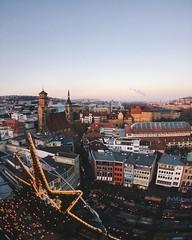 Blick vom 58 Meter hohen Rathausturm auf die Markthalle, Stiftskirche und den Weihnachtsmarkt  #instaXmas0711 #EnjoyStuttgart @StuttgartTourismus @IgersStuttgart #TiloHenselStuttgart #Instameet #InstaWalk #IgersStuttgart #RathausStuttgart #Sti (TiloHensel) Tags: weihnachten und die den christmasmarket weihnachtsmarkt meter auf blick vom 58 markthalle stiftskirche rathausturm hohen  vsco rathausstuttgart instawalk instameet bwjetzt vscocam visitbawu welovestgt tilohenselstuttgart igersstuttgart joingermantradition diewocheaufinstagram instaxmas0711 enjoystuttgart stuttgarttourismus visitstuttgart thisisstuttgart