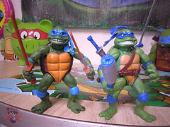 "Nickelodeon ""HISTORY OF TEENAGE MUTANT NINJA TURTLES"" FEATURING LEONARDO -  'MOVIE STAR' LEO vii / ..with Original MOVIE STAR Leo bootleg '15 (( 2015 )) (tOkKa) Tags: 2005 toys comic 1988 2006 1993 1992 leonardo figures toysrus 2012 2007 teenagemutantninjaturtles tmnt nickelodeon 2014 2015 displaystand playmatestoys ninjaturtlesthenextmutation toysrusexclusive tmntfastforward toontmnt tmntmovie4 turtlemilkstudios eastmanandlairdsteenagemutantninjaturtles moviestartmnt varnerstudios toonleo paramountteenagemutantninjaturtles 4kidstmnt paramountsteenagemutantninjaturtles tmnt2003 historyofteenagemutantninjaturtlesfeaturingleonardo davearshawsky tmnt2014movie"