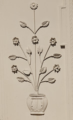 Flower Pot as Door Ornament (zeevveez) Tags: zeevveez canon flowerpot decoration door