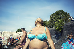 ecstasy (michele liberti) Tags: streetphotography streetcolors colors summer summer2016 woman blu ecstasy beach streetsummer naples napoli italy naplesinthesummer