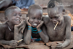 Happy with nothing - Heureux avec rien (Patricia Ondina) Tags: children happiness bonheur enfants ethiopie etiopia ethiopia äthiopien africa african eastafrica afriquedelest valléedelomo omovalley omo omoriver rivièreomo africanrift riftafricain peuplesdelomo omopeople ethnologie ethnology ethnic ethnie tribu tribe tribal photopatriciaondina
