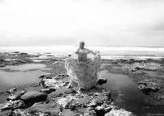Villas do Atlântico - Lauro de Freitas/Ba - Brasil (AmandaSaldanha) Tags: blackandwhite portrait retrato cigana gypsy ensaio book bahia brasil woman mulher dance dancer dançarina dançacigana nature natureza pb bw artistic