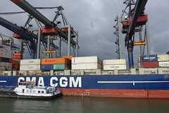 Container crane @ Container terminal @ Harbour Tour @ Spido @ Rotterdam (*_*) Tags: rotterdam netherlands nederland city europe october autumn fall 2016 cloudy morning spido nieuwemaas river cruise boat ship harbour tour container cargo cma cgm harbor port