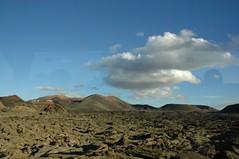 iles de canarie -lanzarotte (jade-jade 2 de retour) Tags: volcans lanzarote vignes vin rocge couleurs montagnes cendre