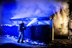 lmh-rundtjernveien117 (oslobrannogredning) Tags: bygningsbrann brann brannvesenet brannmannskaper slokkeinnsats brannslokking brannslukking røykdykker røykdykkere røykdykking