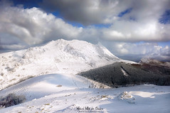 Anboto congelado (Mimadeo) Tags: winter anboto amboto landscape snow mountain mountains clouds rock urkiola basquecountry pais vasco basque country euskadi snowy peak cold nature sky season frozen ice white beauty rocks scenic wilderness view high rocky december january february