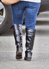 2016-11-20 (19) 2nd day at Nike Park Turf, Great Falls VA (JLeeFleenor) Tags: photos photography va virginia nikepark greatfalls girls woman femme frau vrouw donna lamujer dona امرأة жена 女子 žena kvinde nainen γυναίκα האישה nő औरत wanita 女性 여자 kvinne زن kobieta mulher женщина kvinna หญิง kadın жінка ngườiphụnữ boots shoes footwear footgear outside outdoors jeans