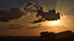 Colores (JulioSabinaGolf) Tags: sunset sun sol nikon explore amanecer cielo nikkor nube 55200mm f456 d3300 nikonflickrawardgold latierraunparaiso