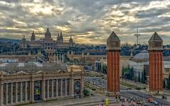 Plaa de Espanya - Barcelona (bervaz) Tags: barcelona espaa clouds arquitectura nikon nubes nikkor 18200 montjuic montaas lasarenas espanya 18200mm 18200mmf3556 d7000