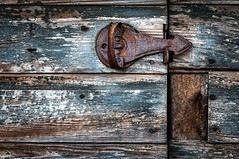 (rickhanger) Tags: barn rust farm rusty latch barndoor bluebarn