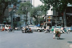 #35mm #filmisnotdead #filmphotography #vietnam #hochiminhcity #memories #minoltasrt101 (rauteii) Tags: 35mm filmisnotdead filmphotography vietnam hochiminhcity memories minoltasrt101