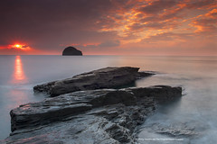 Trebarwith Strand (The Original Happy Snapper) Tags: trebarwithstrand sunset water rock milkywater seascape landscape sun rays