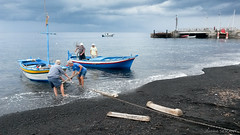 Les pêcheurs du Stromboli (Jérome SERANT) Tags: aventureetvolcans italie sicile stromboli pêcheurs