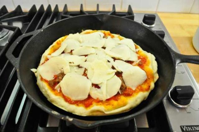 Làm Pizza đơn giản không cần lò nướng