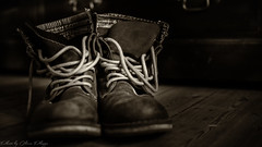 MY LOVELY  OLD BOOTS (Oliver Plagge) Tags: old new brown boots shoes bokeh art light