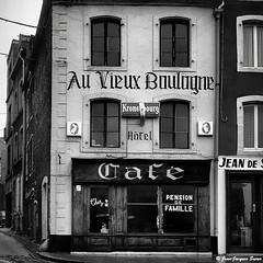 0473 - Au Vieux Boulogne, 1974 (ikaune) Tags: nb bw noiretblanc blackandwhite ikaune argentic argentique monochrome rolleiflex auvieuxboulogne boulognesurmer vieilleville