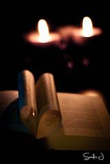 Books in Candlelight (Sandra J. Fotografie) Tags: book candle buch kerzen herz heart shine leuchten advent avaibale light