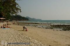 White Sand Beach (Sawadee Koh Chang) Tags: 2015 kohchang thailand asia beach chang island kochang people rock sand sea water whitesand