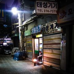 (seua_yai) Tags: street people asia candid korea korean seoul southkorea koreanpeople koreaseoul2015