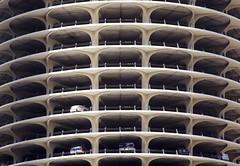 Marina City, Chicago (Alberto Sen (www.albertosen.es)) Tags: park city travel viaje chicago building tower car architecture skyscraper marina illinois arquitectura nikon torre united parking edificio alberto states marinatowers marinacity sen rascacielos estados eeuu unidos albertorg albertosen
