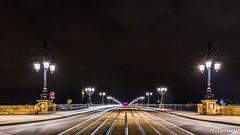 Sur le pont....de Pierre  Bordeaux (Shoot Enraw) Tags: france gironde bordeaux gdangle poselongue pontdepierre nuit architecture garonne 1116mm