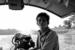 Boatman (Daniel Nebreda Lucea) Tags: people gente black white blanco negro boat bote boatman barquero river rio travel viajar viajero adventure aventura man hombre portrait retrato old viejo sea mar canon thai thailand thailandia asia job trabajo work shadows sombras light luz chiang mai