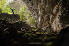 A l'entre (Flmega) Tags: nikkor nikon vercors 80200 f28 florian morlot photographies vert grotte porche roche