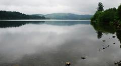 Mysterious lake (Loch Ard, Scotland) (armxesde) Tags: pentax ricoh k3 schottland scotland grosbritannien greatbritain trossachs lochard lake see water wasser reflection spiegelung trees bäume