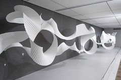 Untitled, Milwaukee Art Museum (Richard Sweeney) Tags: milwaukeeinstallationpleatedsculptureusamammuseumofart paper art papersculpture organic fluid installation sculpture pleated milwaukee mam linear curvilinear compoundcurve white flight movement sweeney