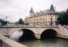 Párizs, Pont St. Michel és az Igazságügyi Palota (ossian71) Tags: franciaország france párizs paris épület building műemlék sightseeing városkép city híd bridge vízpart water folyó river