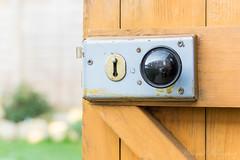 Close focus, wide open (Wargus) Tags: autofocuslens doorhandle garden hdpentaxda55300plm home pentaxk3 shed