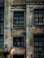 C et l (A-T-A-R-A-X-I-E) Tags: windows shadows ruine faade usine abandonned ombres fentres entrept dsaffect