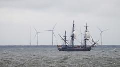 Old_and_New_80170 (tombomba2) Tags: sea landscape meer ships transport vehicles transportation sailboats landschaft verkehr schiffe fahrzeuge segelboote beförderung