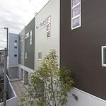 狭小地における都心居住のテラスハウスの写真